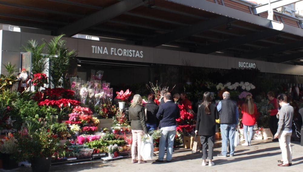 Puestos de flores en la Plaza 25 de Mayo