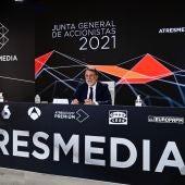 A la izquierda Silvio Gonzalez, Consejero Delegado de Atresmedia. A la derecha José Creuheras, presidente de Atresmedia