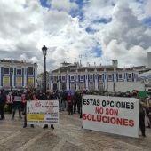 Protesta restricciones COVID-19 en la Plaza de España de Valdepeñas