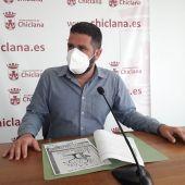 Instantes de la rueda de prensa con Roberto Palmero en Chiclana