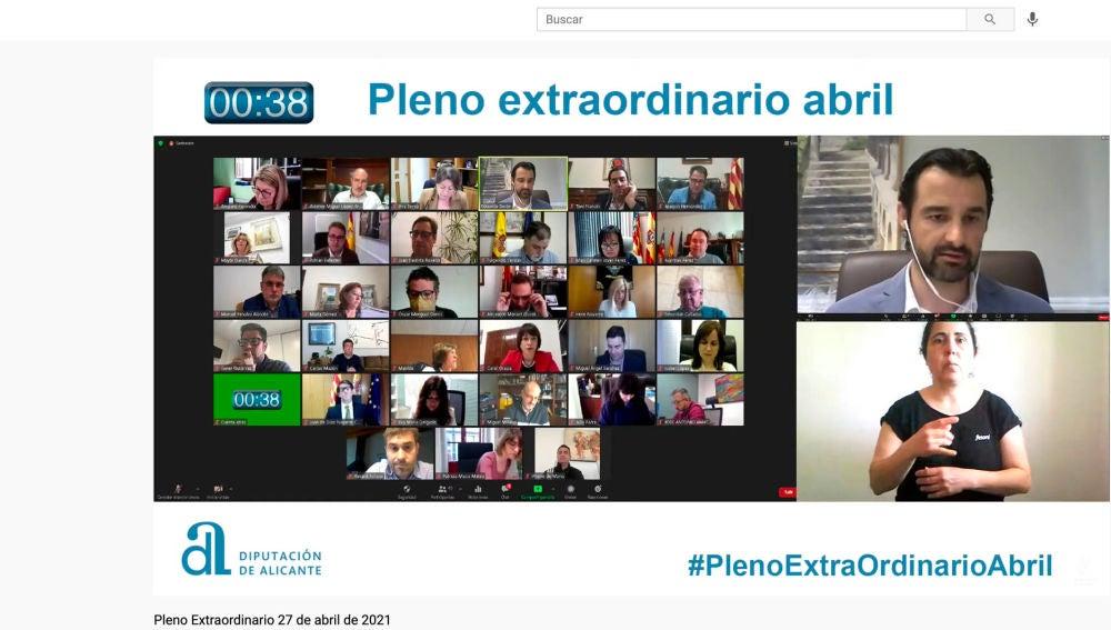 Un momento del Pleno extraordinario de la Diputación de Alicante