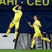 Los jugadores del Villarreal celebran el gol de Trigueros