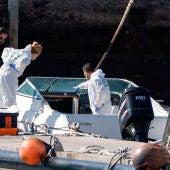 La Policía Científica analiza el barco del hombre desaparecido con sus dos hijas