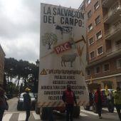 400 tractores recorren Huesca reivindicando un cambio en el modelo de la PAC