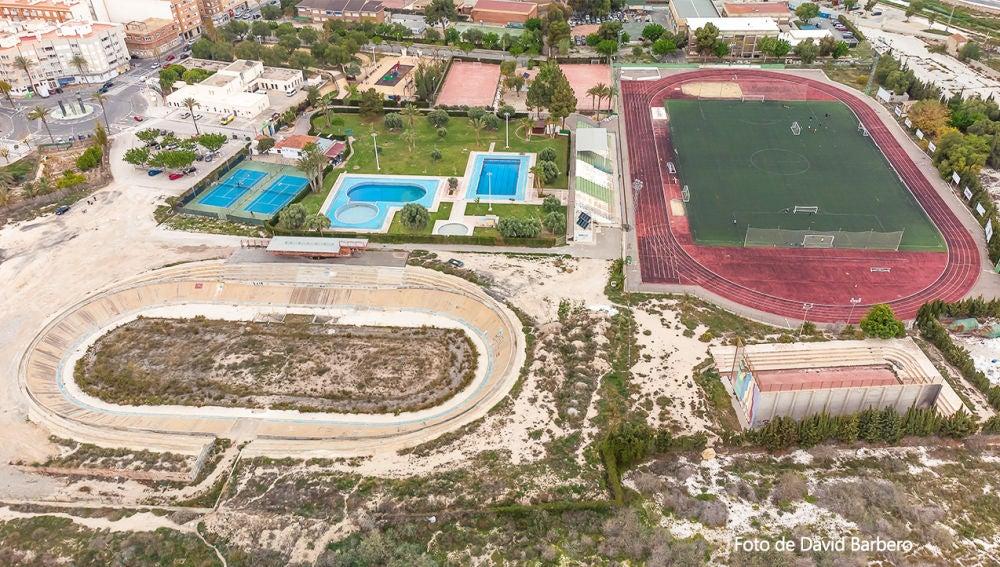 Imagen aérea de las instalaciones deportivas en el entorno del velódromo de Novelda,