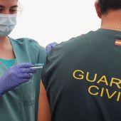Cataluña es la única comunidad donde no se ha empezado a vacunar a policías nacionales y guardias civiles.