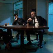 Imagen promocional de la serie de Netflix 'El inocente', con Alexandra Jiménez (i) y Jose Coronado (d)