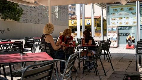 Cataluña relaja las restricciones en bares y restaurantes y mantiene el horario de toque de queda: estas son las medidas en vigor