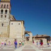 """Vídeo: La Escuela de Danza """"Smile"""" celebra el Día de la Danza con un video grabado en Paredes de Nava"""