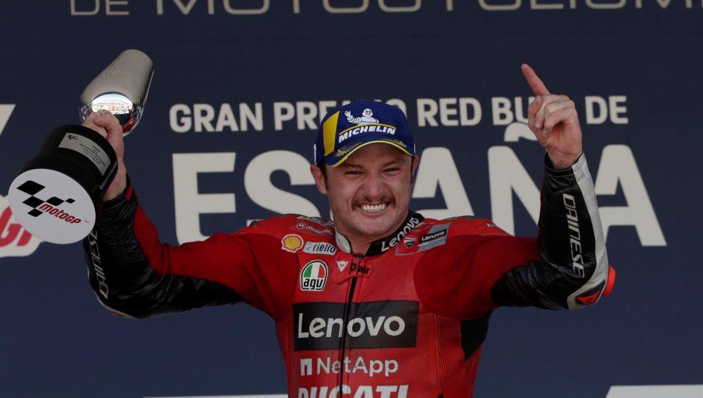 Miller reina en Jerez y Bagnaia agarra el liderato de MotoGP