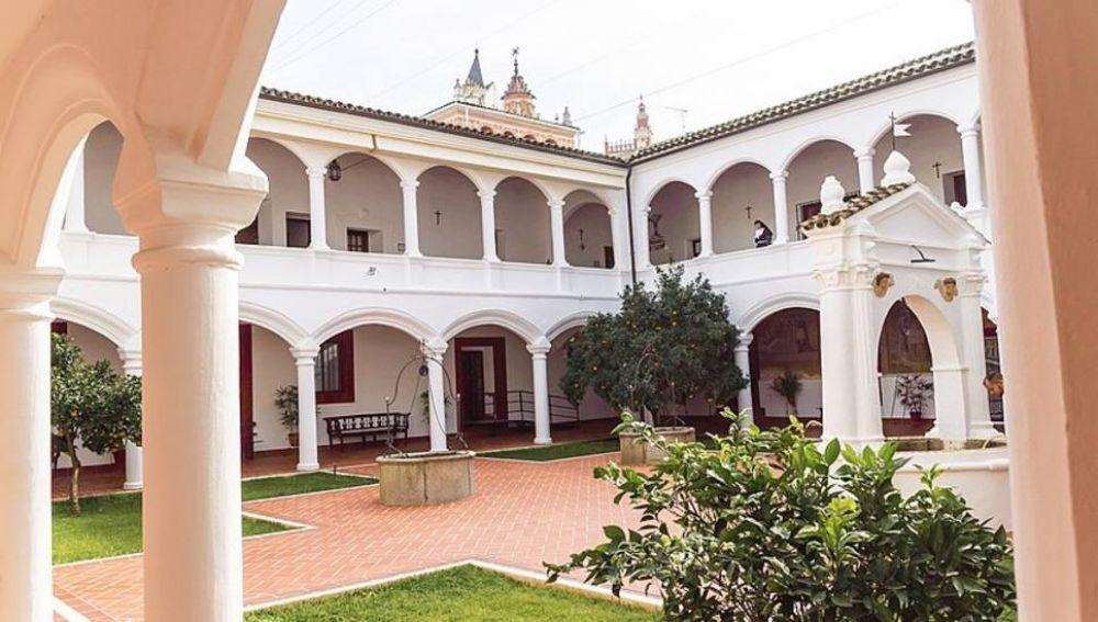 Una docena de hermandades y cofradías de Badajoz rechazan el derribo del tejadillo del convento de las Clarisas