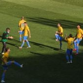 El Orihuela CF goleó al Hospitalet (5-2) y mantiene vivas las esperanzas de salvar la categoría de Segunda B