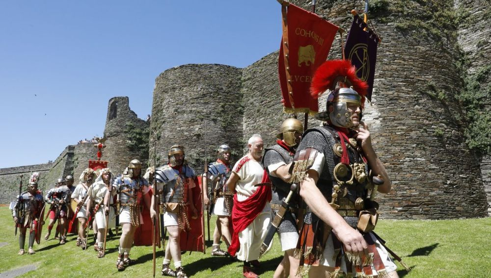 Desfile romano en las inmediaciones de la Muralla de Lugo