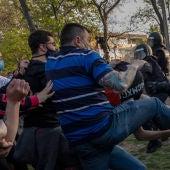 Agresiones a la Policía durante el mitin de Vox en Vallecas