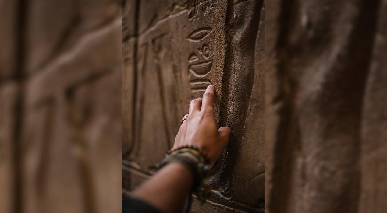 Mujeres con Historia: Sarah Parcak, la arqueóloga que busca tesoros desde el cielo