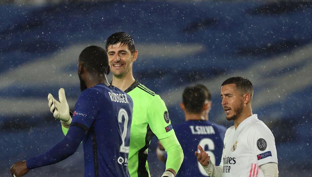 Hazard y Courtois para parar al Chelsea