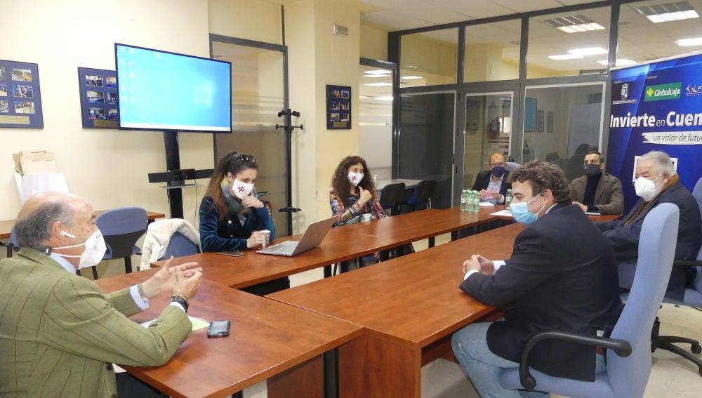 Reunión de los responsables de la película con los empresarios conquenses