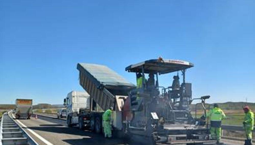 Reanudadas las obras de rehabilitación del firme de la autovía A-67 entre los km 67,520 y 78,520