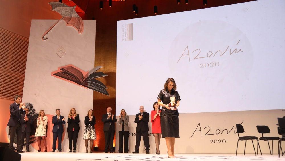 Mónica Carrillo recoge el premio de la edición de 2020