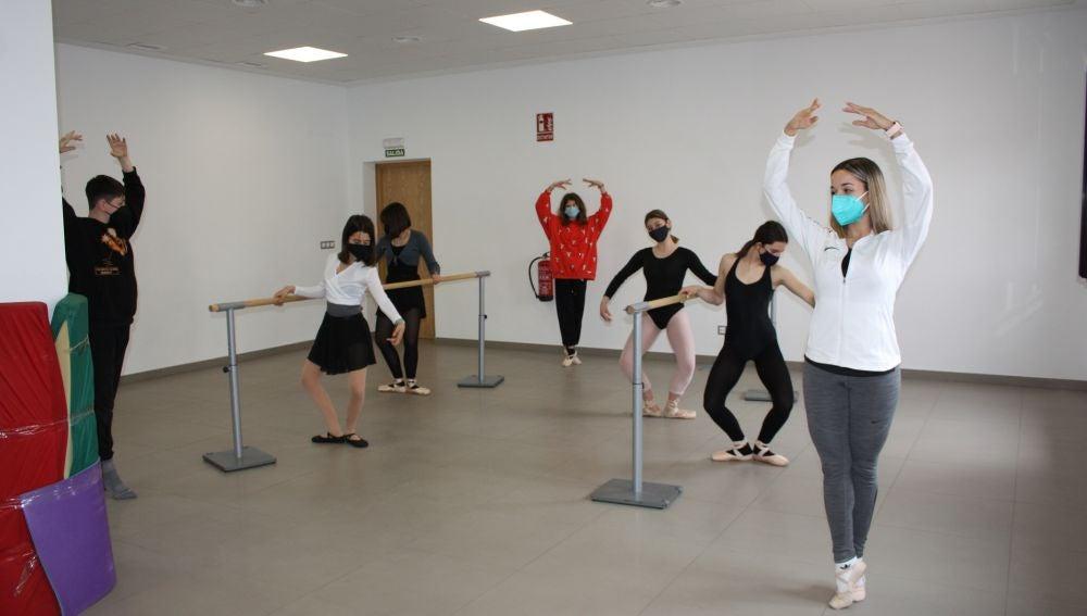 La Escuela Municipal de Danza regresa al gimnasio municipal tras su acondicionamiento