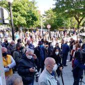 Concentración vecinal en defensa de la Atención Primaria en Gijón