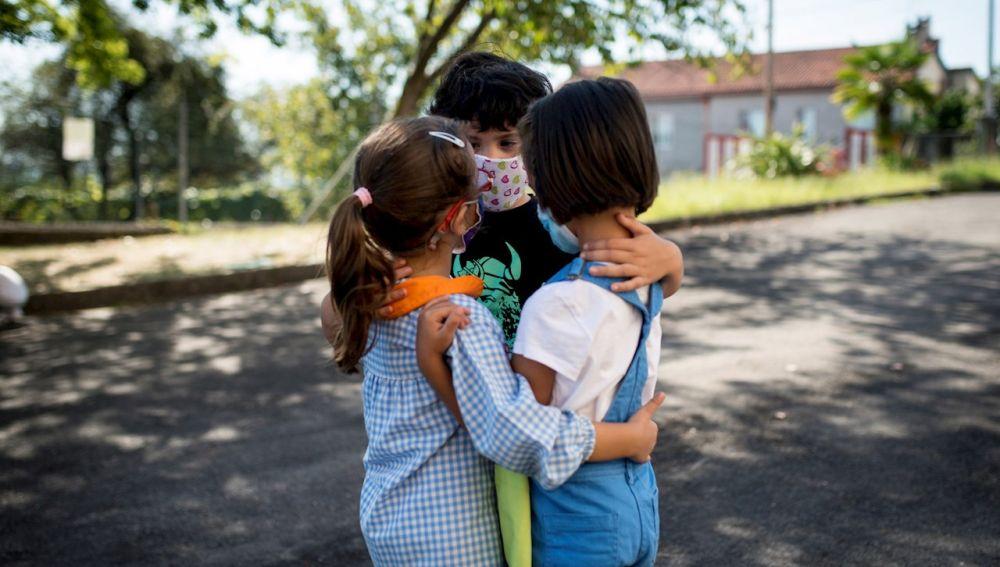 Tres alumnos en un centro de Orense