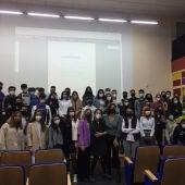 Ocho estudiantes que realizan prácticas de aprendizaje en siete centros rurales de Extremadura comparten su experiencia con alumnos de la UEX