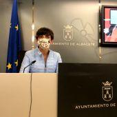 Ana Albaladejo, concejal de Barrios y Pedanías, en la presentación de la nueva app 'Sugerencias y quejas'