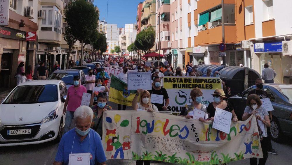 Más de 600 personas salen a la calle para protestar por la gestión de Germán Beardo