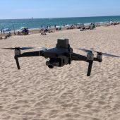Un dron controlando las playas.