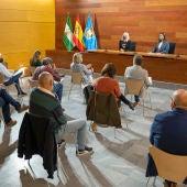 Instantes de la reunión con los directores de los centros de San Fernando