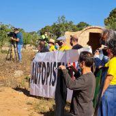 Activistas de la Plataforma Antiautopista protestan en la inauguración del trazado Llucmajor-Campos.