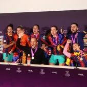 Lluis Cortés y sus campeonas