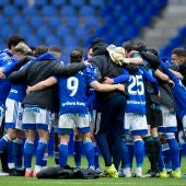 Los jugadores del Real Oviedo festejan el triunfo frente al Málaga.