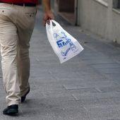 El Gobierno crea un impuesto sobre los plásticos de un solo uso y los vertederos
