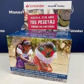 Hucha para recoger pesetas en al campaña conjunta del Banco Santander y Manos Unidas.