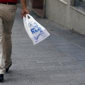 El nuevo proyecto de Ley de Residuos contempla un impuesto al plástico no reutilizable que soportarán los consumidores