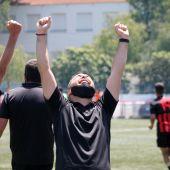 Adrián Cervera celebra el ascenso de la UD San Pedro