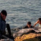 Tres migrantes llegan a nado a Ceuta.
