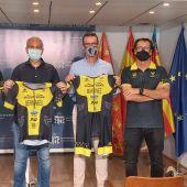 La prueba consiste, en nadar en mar abierto 3800 metros a contracorriente, tras eso recorrer en bicicleta 180 kilómetros y correr 42,2 kilómetros por el paseo marítimo de Platja d'Aro