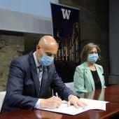 Firma de la renovación del convenio entre el Ayuntamiento de León y la Universidad de Washington
