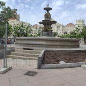 Se ha vallado la fuente de la plaza de Navarra