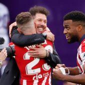 Simeone celebra que el Atlético de Madrid es campeón de Liga
