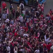 Los aficionados del Atlético de Madrid celebran el título de Liga en las calles de Madrid
