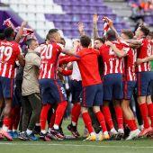 Los jugadores del Atlético de Madrid celebran el título de Liga tras ganar al Real Valladolid por 1-2