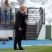 El entrenador francés del Real Madrid Zinedine Zidane durante un partido correspondiente a la última jornada de LaLiga Santander disputado entre el Real Madrid y el Villarreal CF