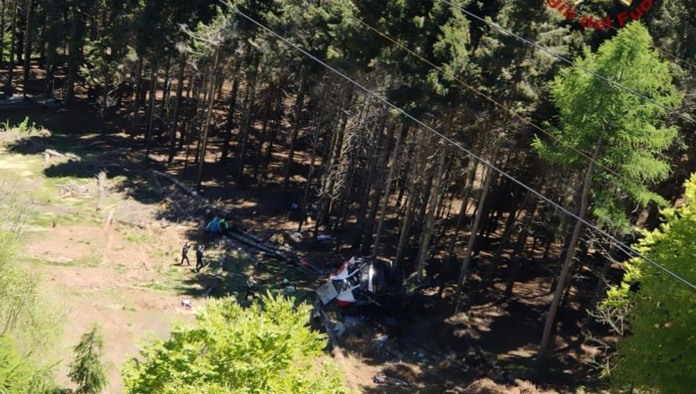 Al menos ocho muertos y dos niños en estado crítico al descolgarse un teleférico en el norte de Italia