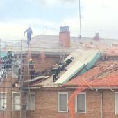 La caída de un andamia provoca la intervención de los bomberos