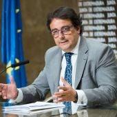 El consejero de Sanidad, José María Vergeles, se vacunará este miércoles en Badajoz