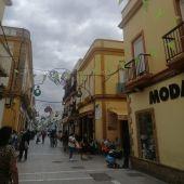 La calle De la Plaza de Puerto Real, engalanada con motivos feriantes